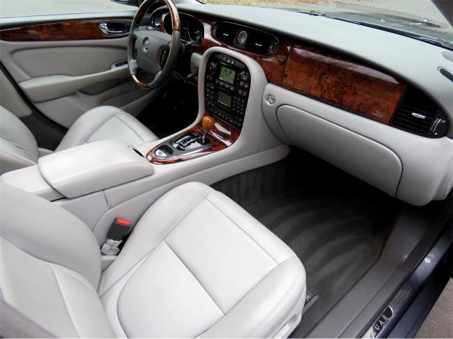 2004 Jaguar XJ8 - Jaguar (65)