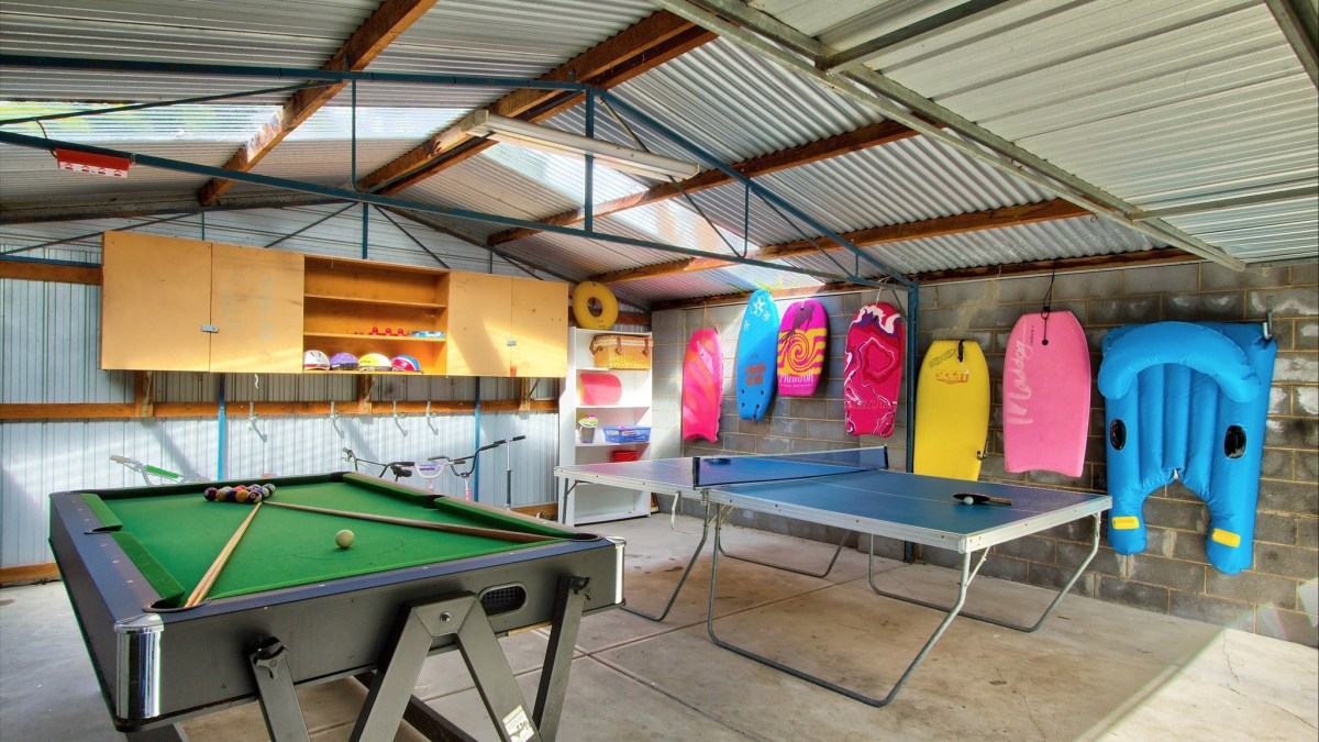 Outdoor Pool Table Australia Sea Eagle Beach House Accommodation Mornington Peninsula