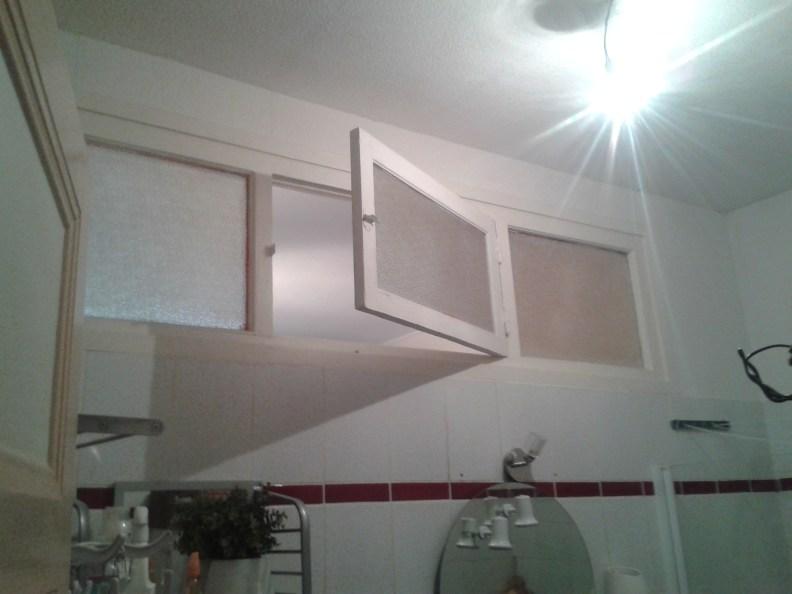 Une douche et une baignoire dans 5m2 c deco for Renovation petite salle de bain