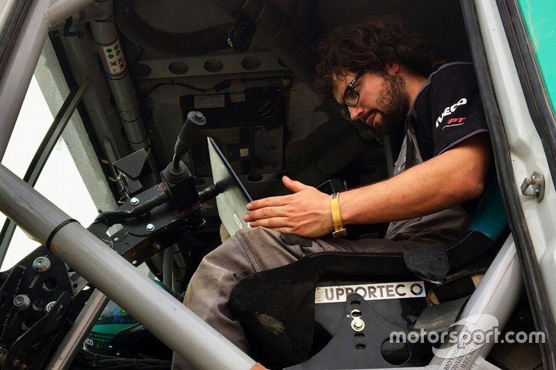 Simon Buerge, FPT Industrial mechanic, at work at Dakar on January