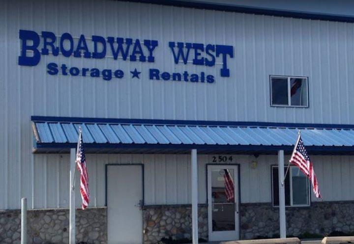 Broadway West Storage Unit Auction Online At 2504 W