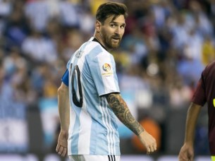 Argentina midfielder Lionel Messi (10) looks on during the second half of Argentina's 4-1 win over Venezuela in quarter-final play in the 2016 Copa America Centenario soccer tournament at Gillette Stadium.  PHOTO: REUTERS / WINSLOW TOWNSON-USA TODAY SPORTS