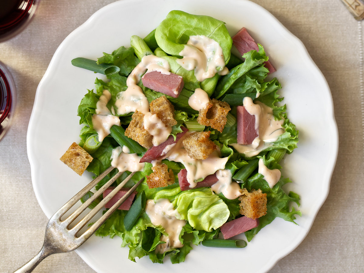 Kit Dressing Noir Corned Beef Salad With Thousand Island Dressing And Rye Croutons