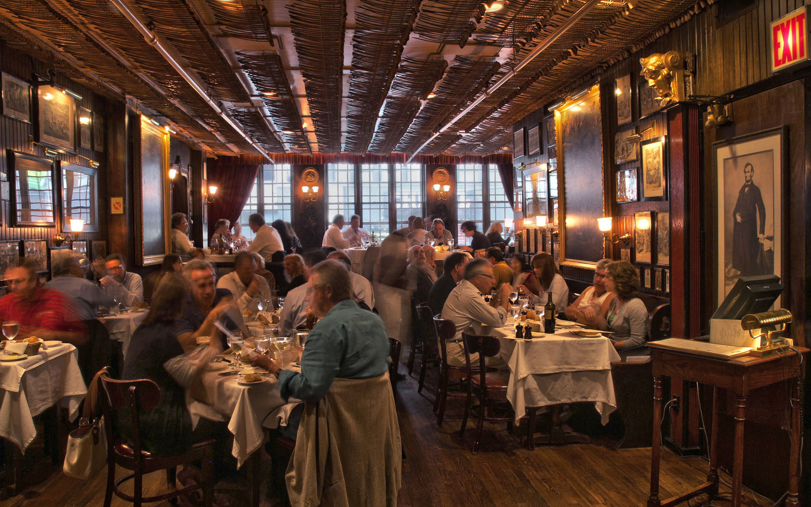 Restaurant A New York New Yorks Best Old School Restaurants And Bars Travel
