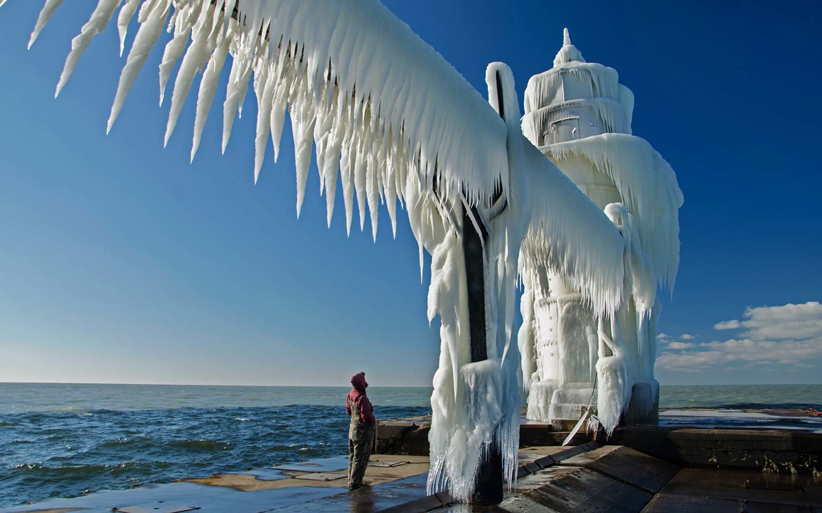 4k Fall Michigan Wallpaper These Frozen Lighthouses Are Straight Out Of A Fairy Tale