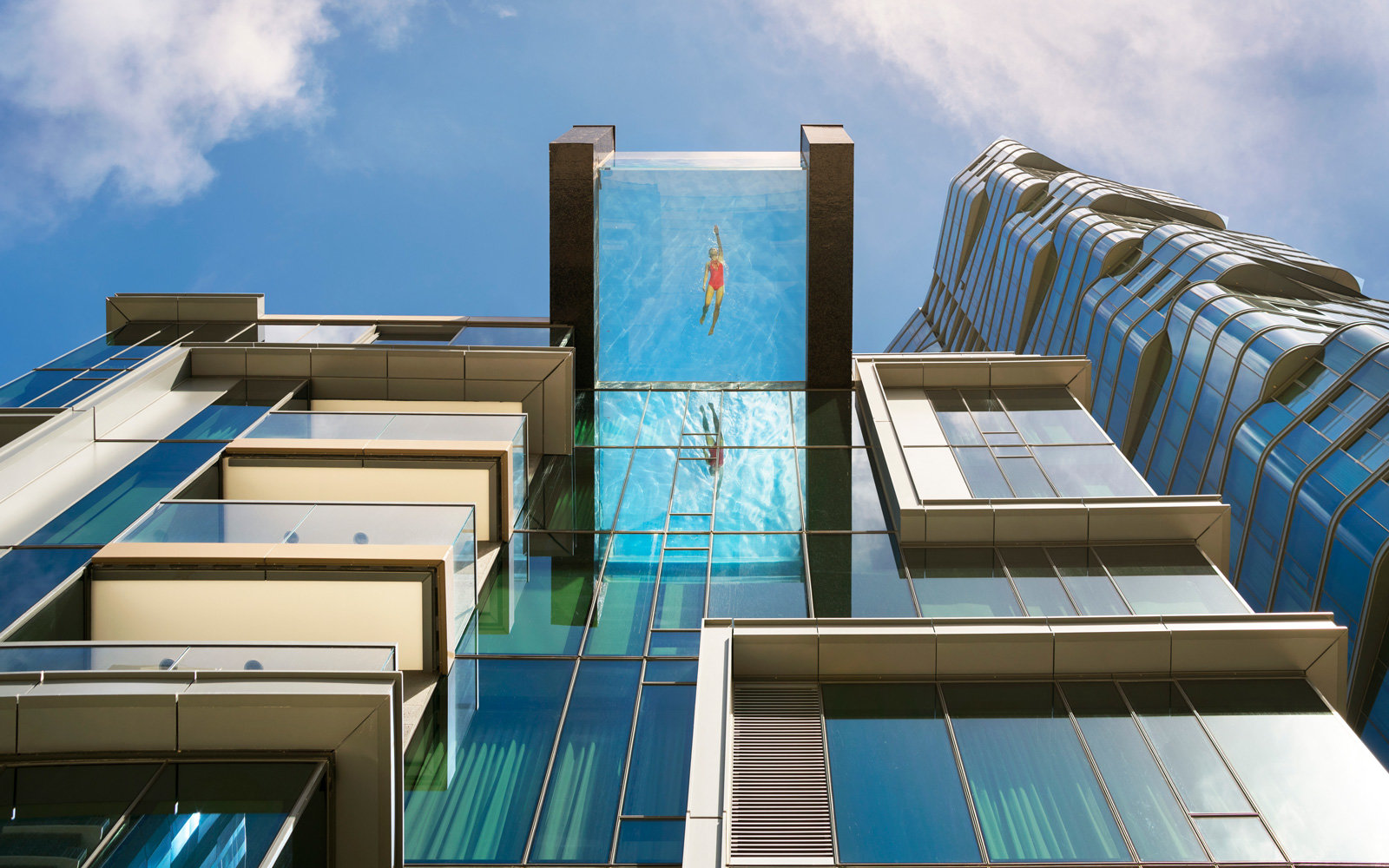 Glas Pool This Glass Bottom Pool Hanging Over Honolulu Has The Most