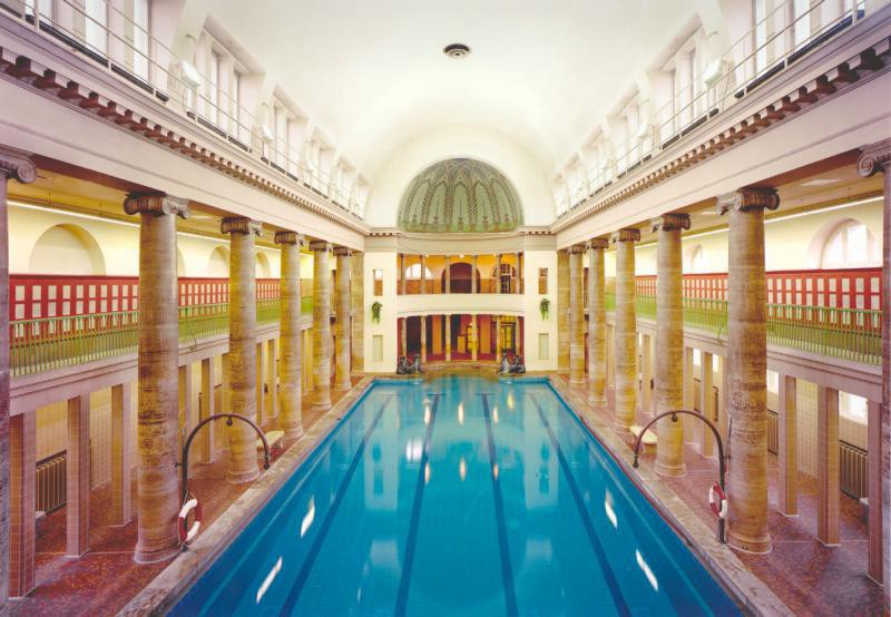 The Pros And Cons Of German And British Swimming Pools - Pools In Berlin