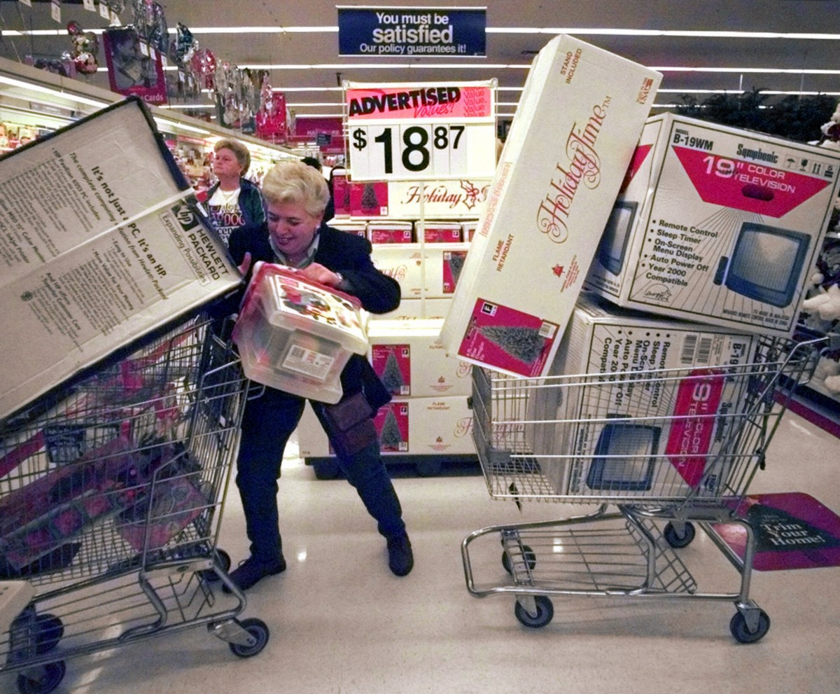 Black Friday Shopping These Photos Prove Black Friday Is The True American Bloodsport