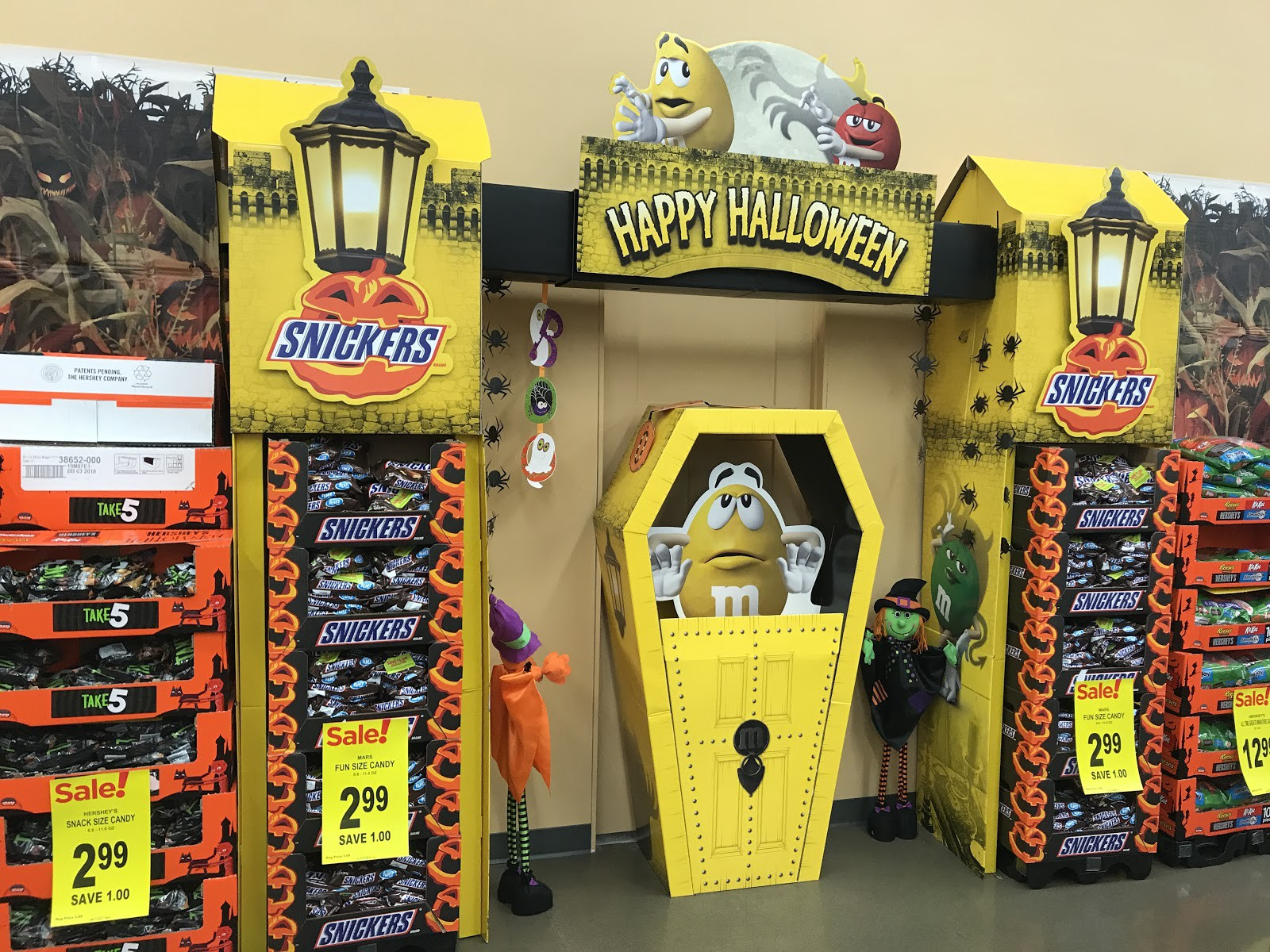 This Week In Retail Halloween Candy Display Curb