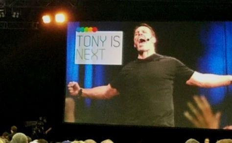 Portland\u0027s Tony Robbins Event Uncovered an Infinity Loop of Self - tony robbins disc