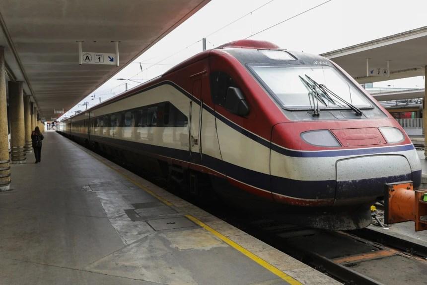Trabalhadores da CP iniciam hoje greve com 190 comboios nos serviços mínimos - País - RTP Notícias