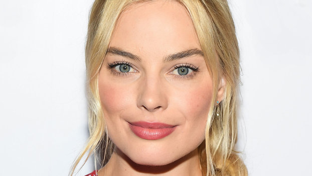 Wolf Of Wall Street Wallpaper Iphone Margot Robbie S Favorite Beauty Products Instyle Com