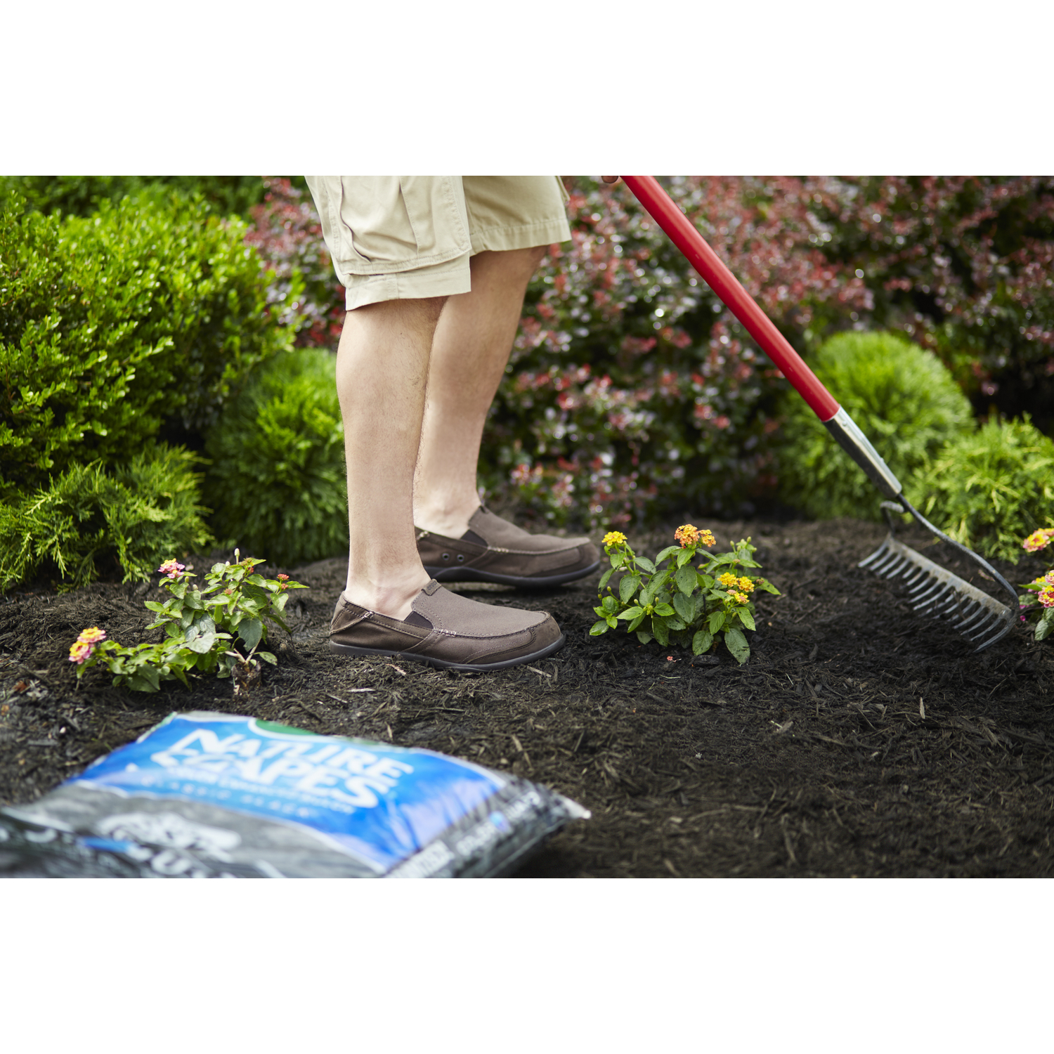 Black Bark Mulch Scotts Nature Scapes Classic Black Bark Color Enhanced Mulch 2 Cu Ft