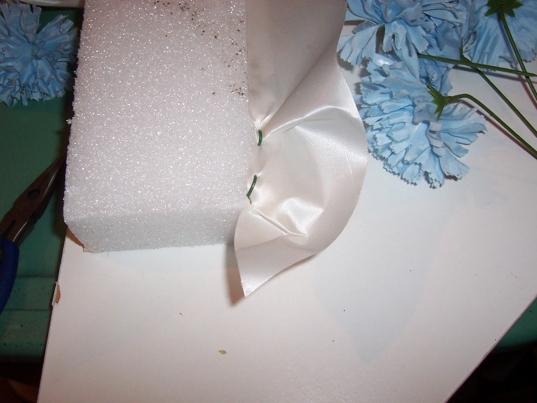 How To Make A Coffin Floral Pillow Ehow Uk