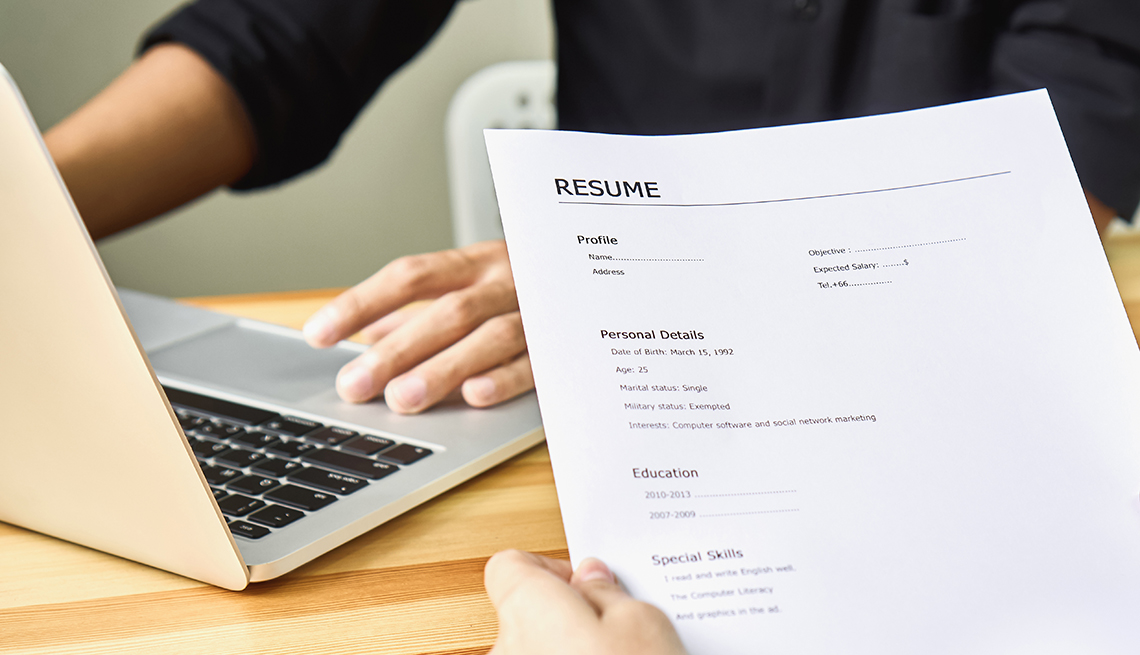 Do Employers Care More About Your Résumé or LinkedIn?