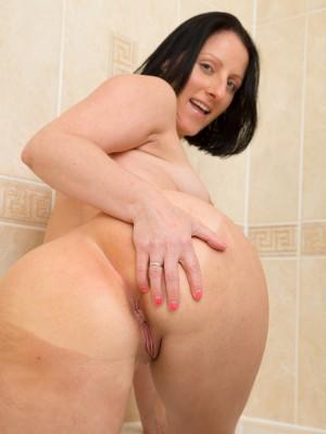 amateur wife hot tub sex