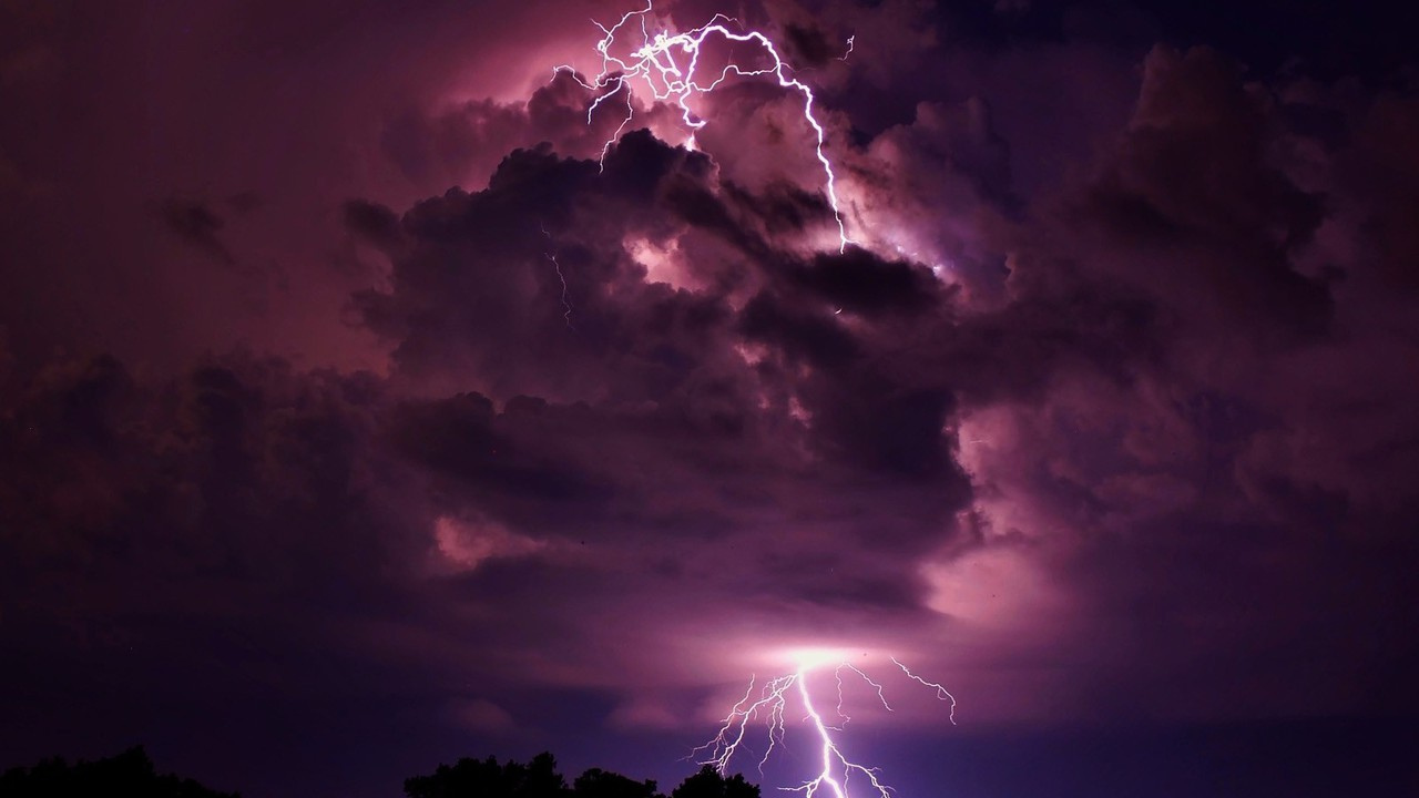 Iphone Cloud Wallpaper Clouds Storm Lightning Wallpaper Allwallpaper In 16544