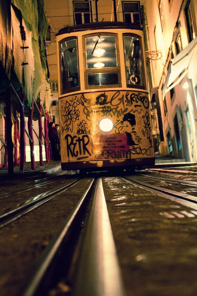 Hip Hop Wallpaper 3d Lisbon Elevators Railroad Tracks Tram Wallpaper