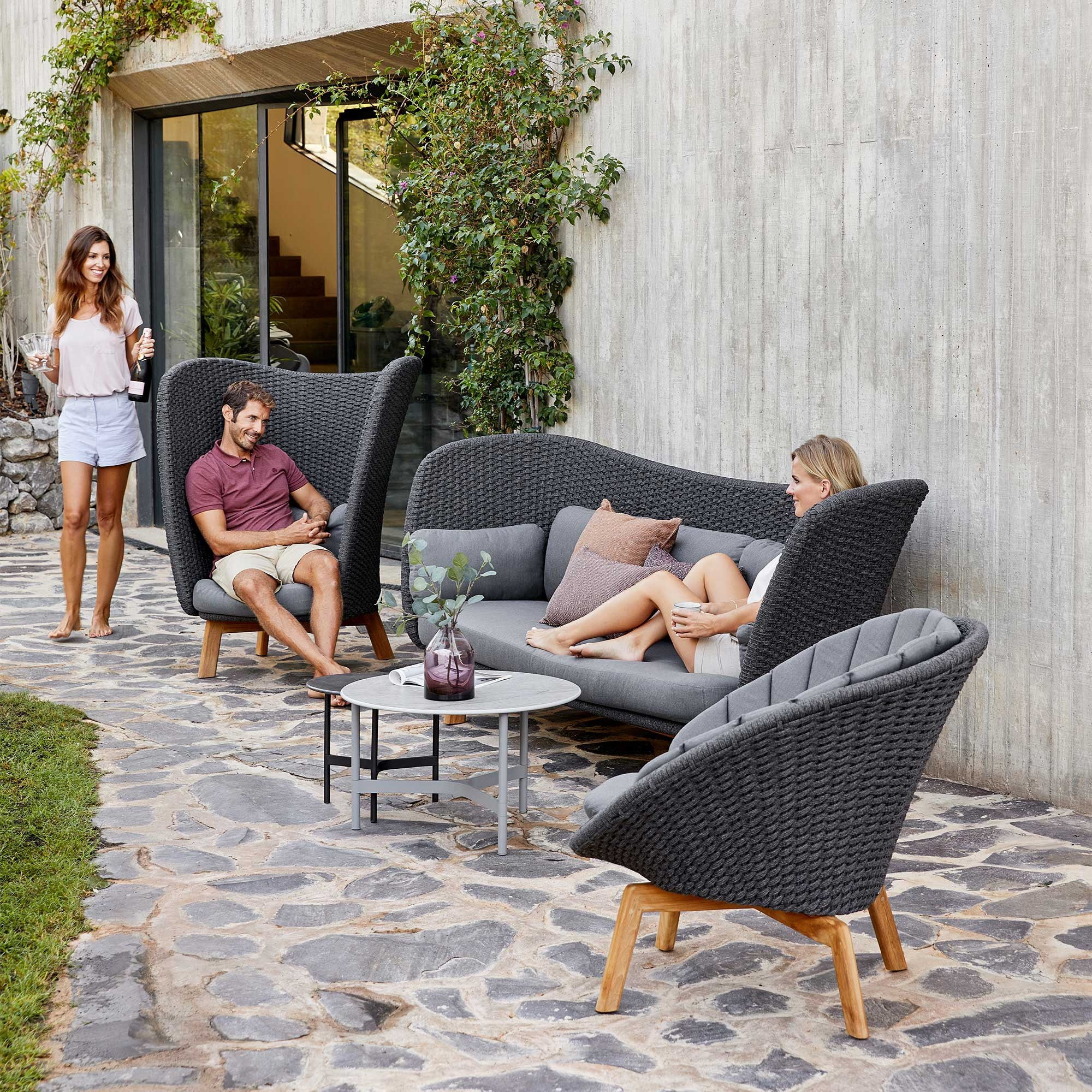 Lounge Sofa 2 Sitzer Outdoor Cane-line Peacock Wing Outdoor Lounge Sofa 3 Seater | Ambientedirect