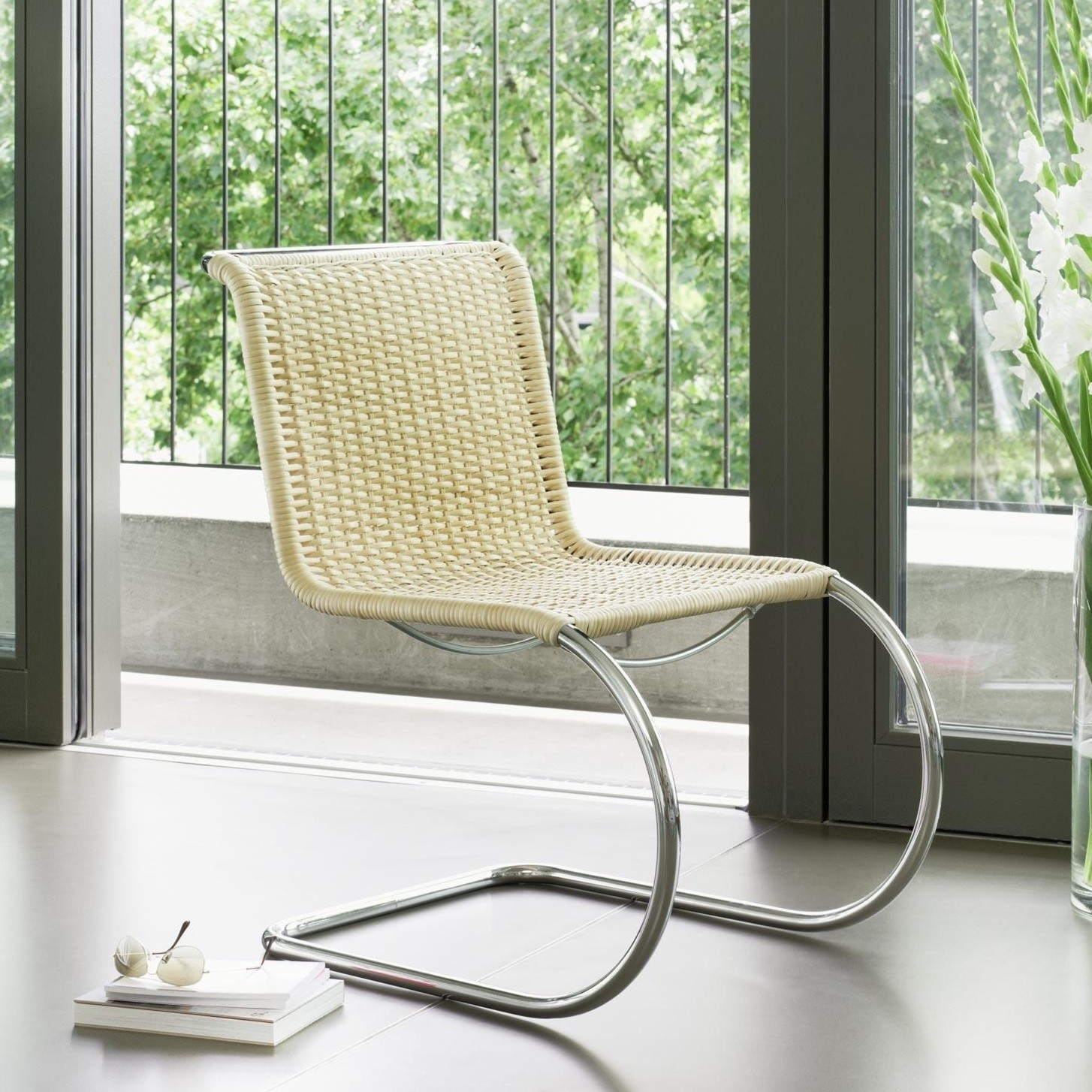 Thonet S 533 R Cantilever Chair Ambientedirect