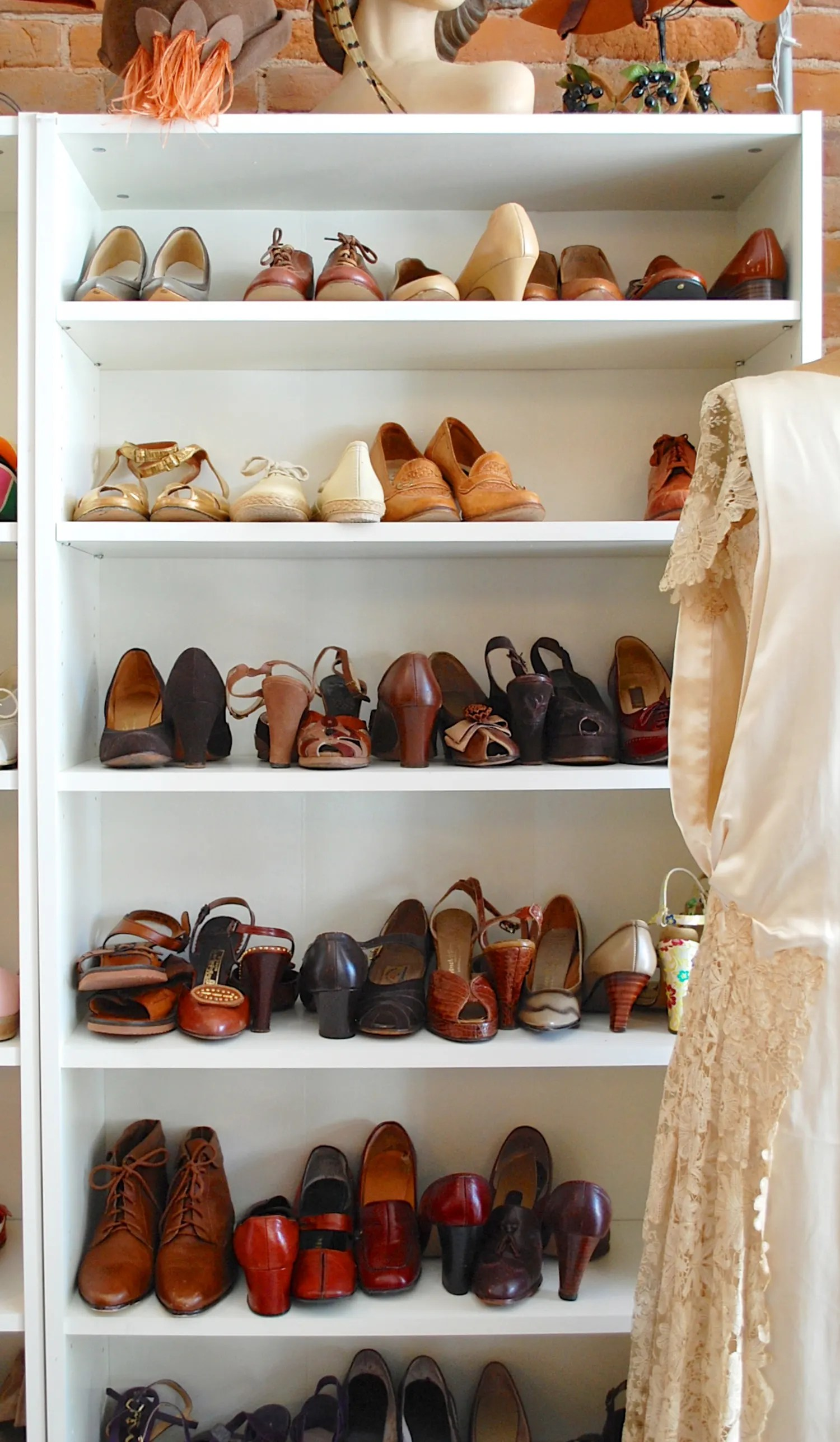 Ikea Dressing Chaussures Closet Inspiration Use Ikea S Billy Bookcase To Mimic