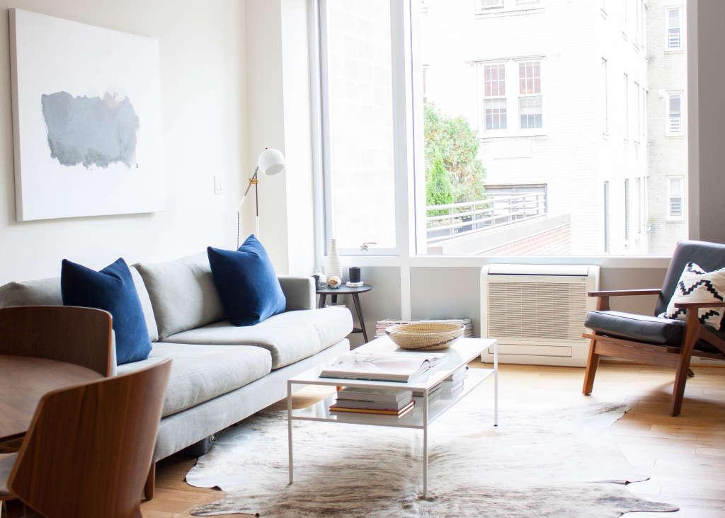 House Tour A Nyc Couples Minimalist Retreat Apartment