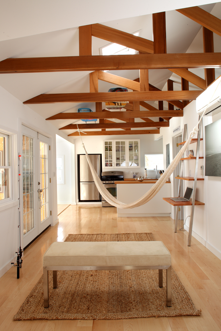 Schlafzimmer Einrichten Dachbalken Amagansett Beach Bungalow | The Fractal Group | Archinect