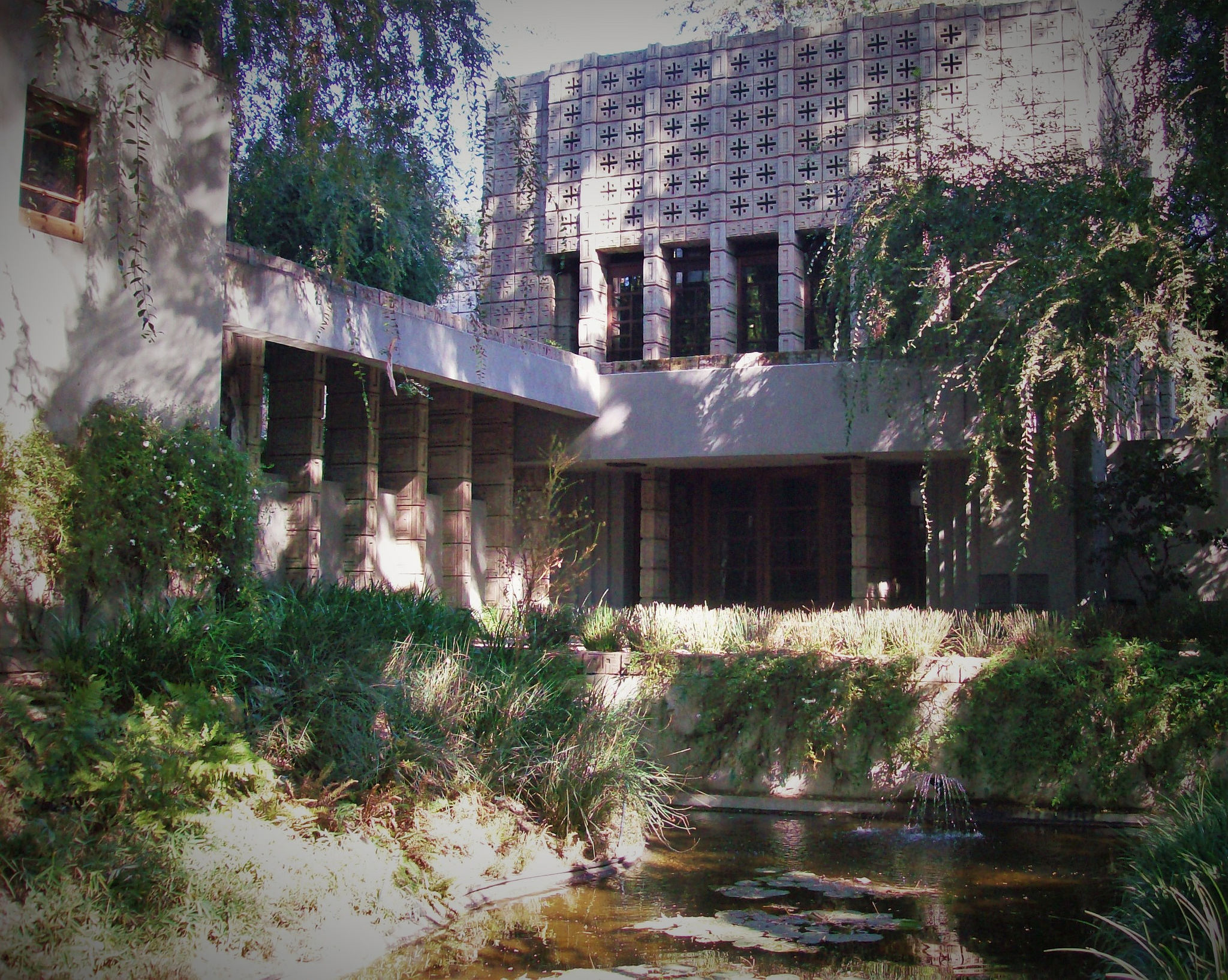Frank Lloyd Wright Visiting This Famous Frank Lloyd Wright Home With Wine You