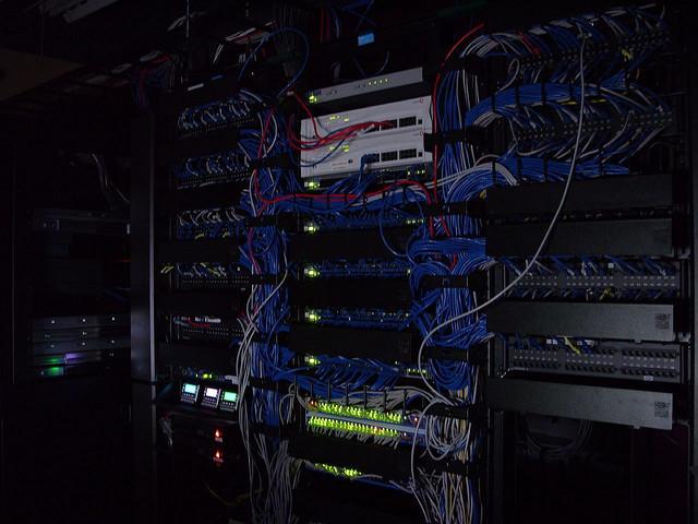 Despite enterprise dominance, Microsoft struggles in Web server