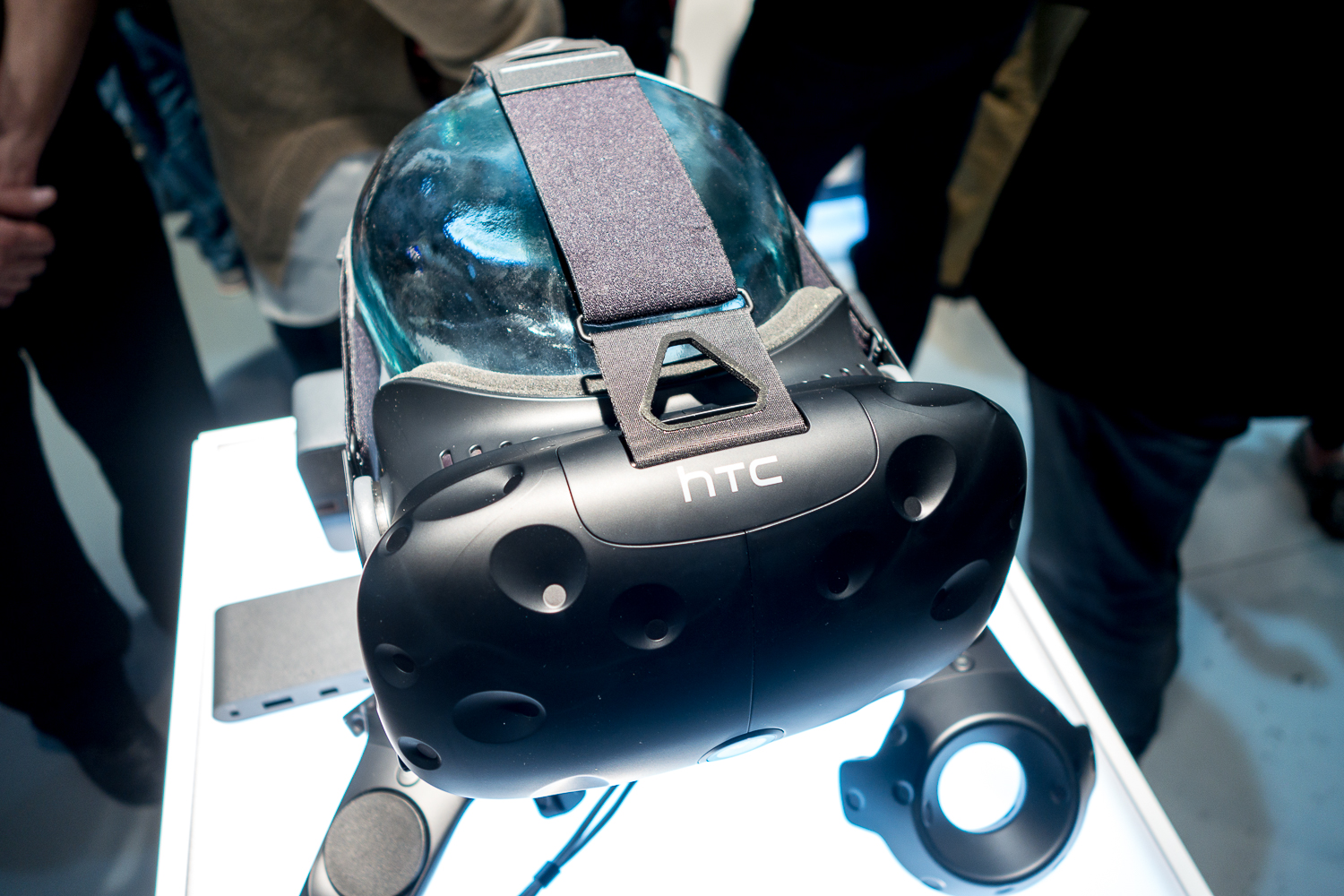 Sony Phone Vr Htc Vive Unveiled This Is What The Final Consumer Version