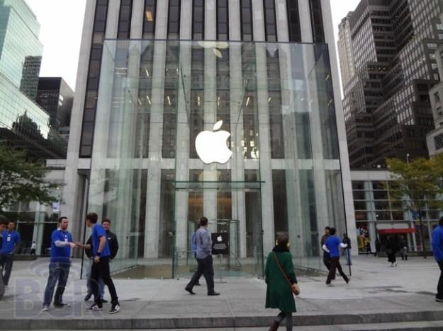 iPhone 5S 5C Launch Lines