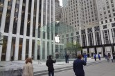 Live from 5th Ave Apple Store unveiling - Image 2 of 47