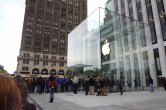 Live from 5th Ave Apple Store unveiling - Image 24 of 47