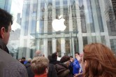 Live from 5th Ave Apple Store unveiling - Image 27 of 47