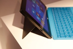 Nokia Lumia 2520, Surface 2 Display Comparison