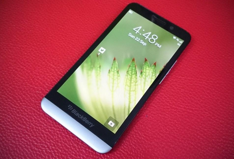 BlackBerry Z30 Vs iPhone