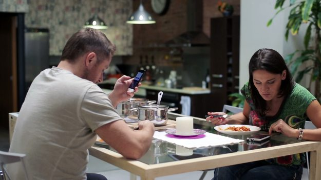 Smartphone Dinner Table Etiquette