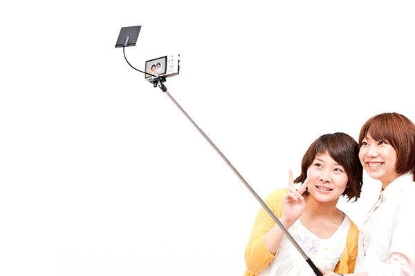 selfie sticks are stupid one cartoon explains why bgr. Black Bedroom Furniture Sets. Home Design Ideas