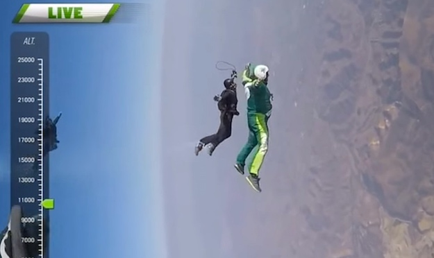 Skydiver plummets 25000 feet without a chute, on goal