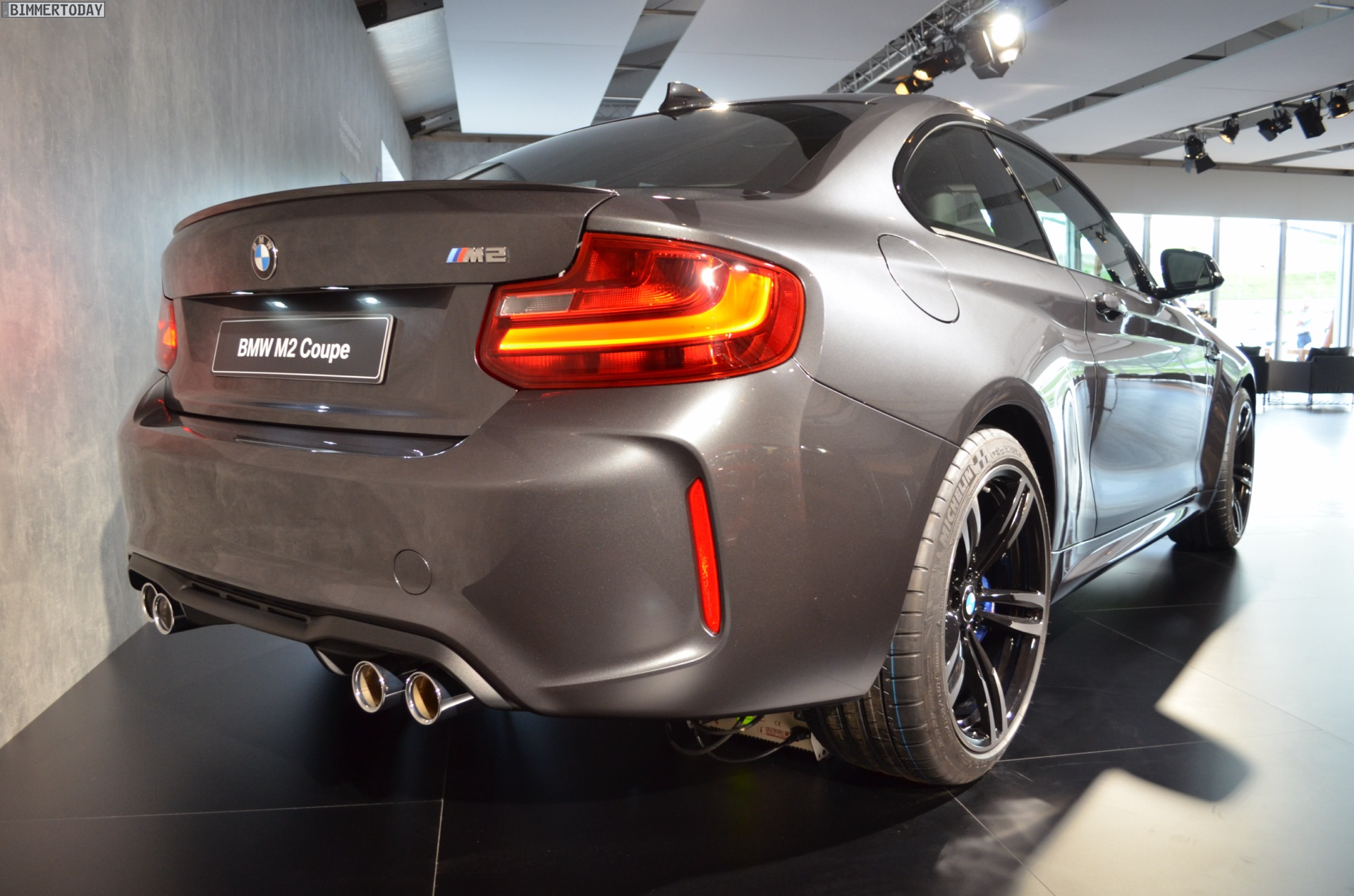 Anthrazit Metallic Bmw Bmw M2 In Mineralgrau Metallic Live Fotos In Dunkelgrau