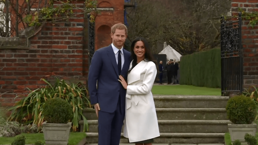 Cute Couple Romance Wallpaper Prince Harry And Meghan Markle Announce Engagement Royal