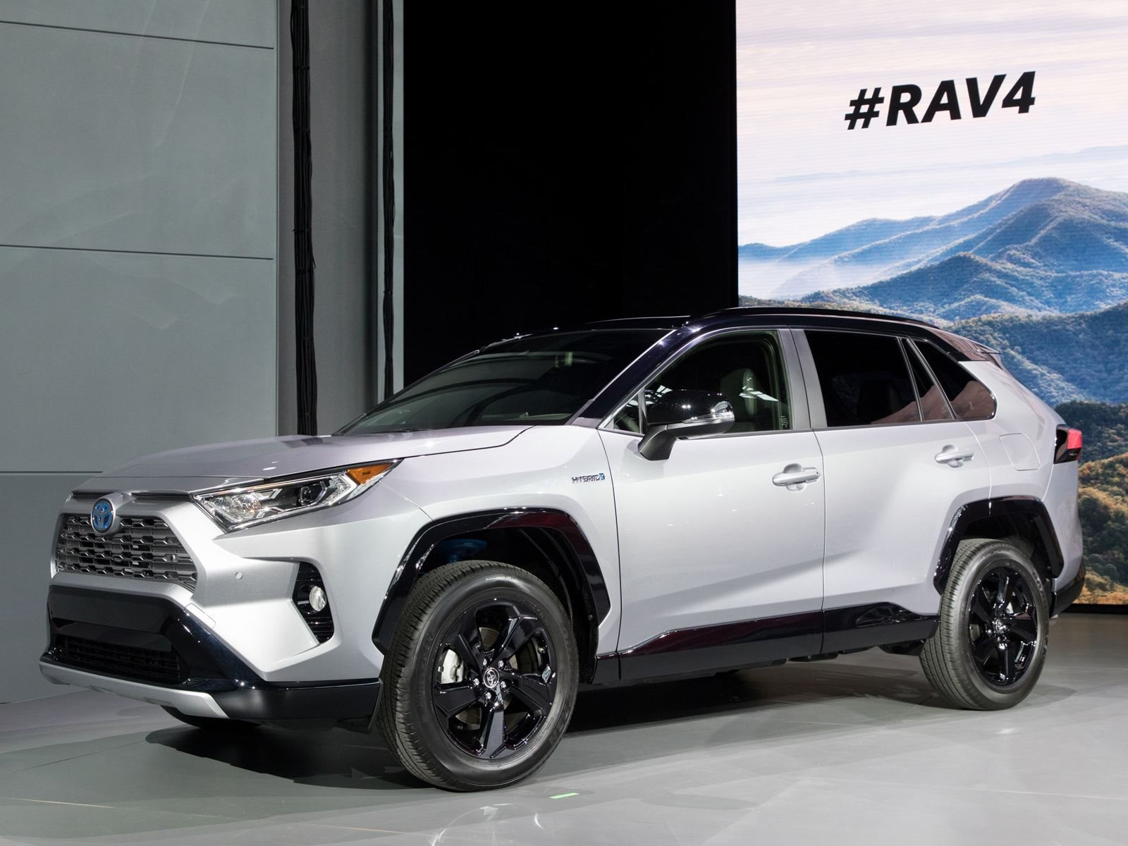 Toyota Rav4 Fuel Consumption The 2019 Toyota Rav4 Hybrid Will Have A 600 Mile Range
