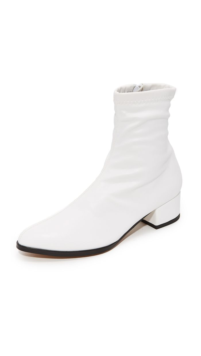 White Photo 22 White Ankle Boots We Re Eyeing For Fall Who What Wear