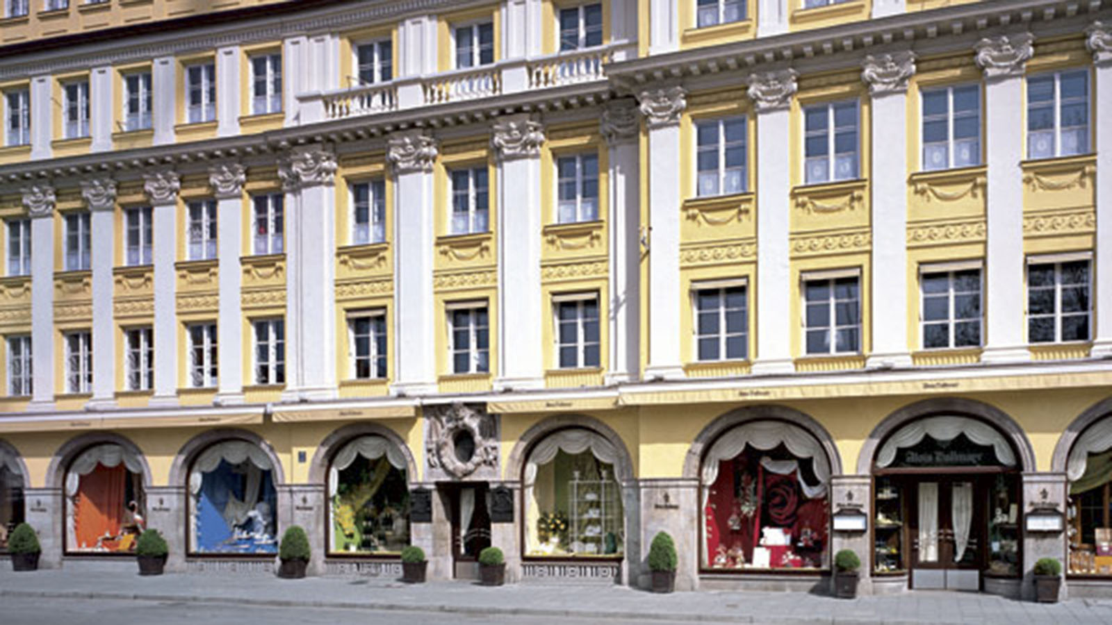 Cash Pool Odeonsplatz Munich Insider Travel Guide Cnn Travel