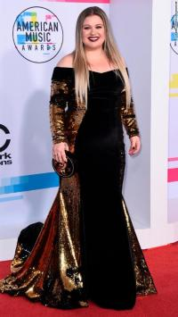 Red carpet looks from the American Music Awards