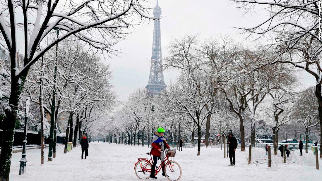 Live Winter Snow Fall Background Wallpaper Paris Snow Closes Eiffel Tower Brings Traffic Chaos Cnn
