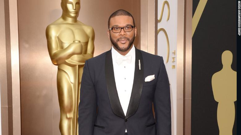 Tyler Perry pays off more than $430,000 in Walmart layaways - CNN