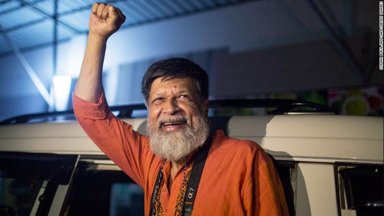 Bangladeshi photographer and activist Shahidul Alam reacts as he is released from Dhaka Central Jail, Keraniganj, near Dhaka, on November 20, 2018.