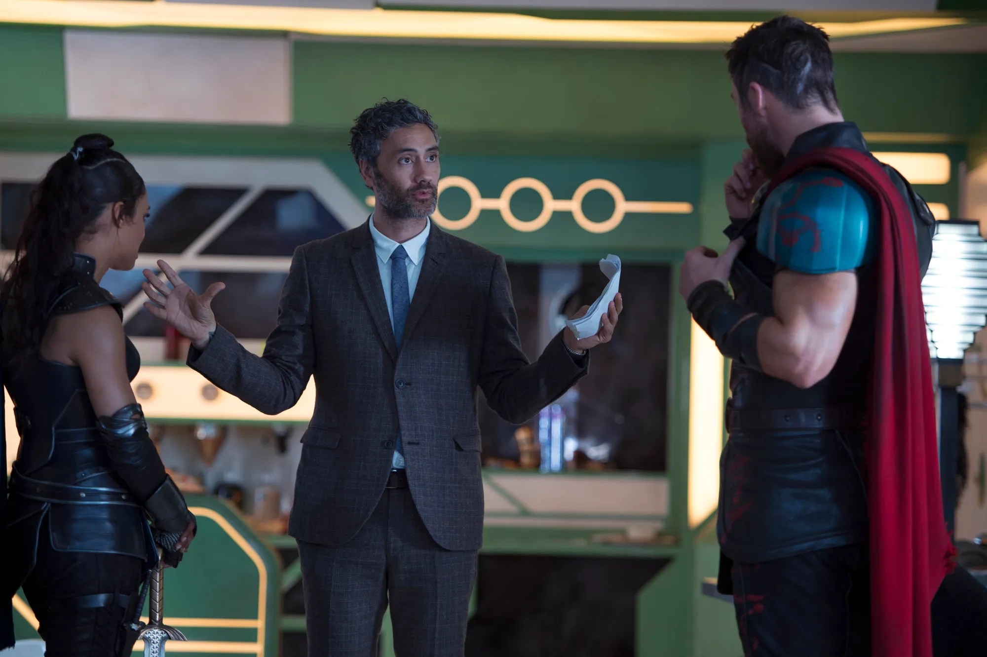 Tom Hiddleston Wallpaper Quote Taika Waititi On Thor Ragnarok Story Changes And More