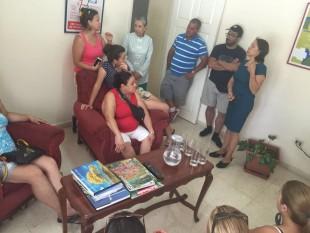 Ticos buscaron ayuda en la Embajada de Costa Rica en La Habana. (Foto cortesía Paula Garbanzo).